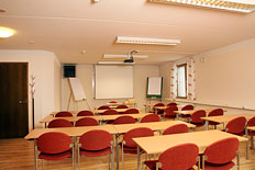 <p>Fresh meeting room upstairs for max. 30 persons.</p>