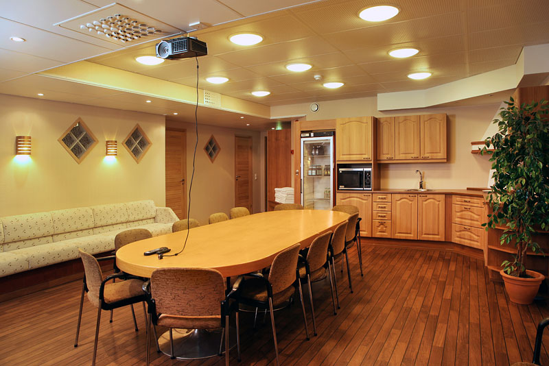 <p>Meeting room in the basement for max. 12 persons.</p>